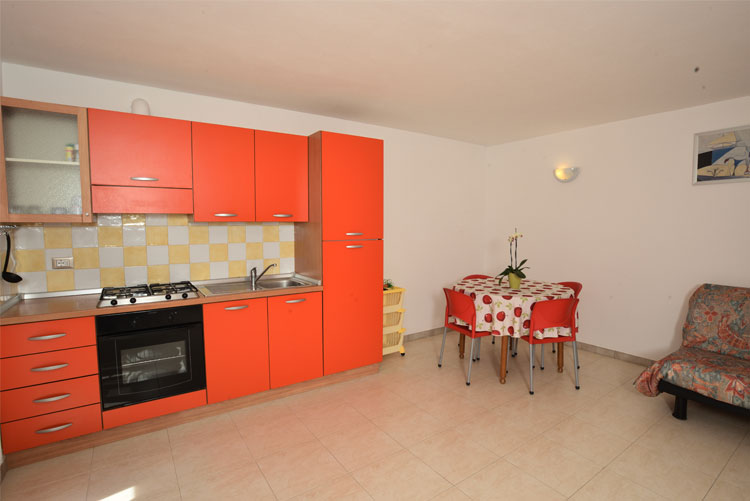 Colibrì apartment: kitchen | Costadoro Holiday Home in Imperia