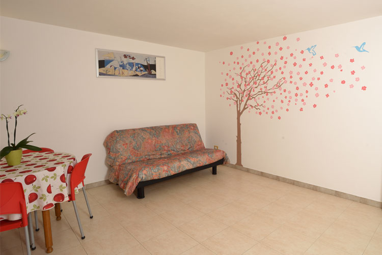 Colibrì apartment: living area | Costadoro Holiday Home in Imperia