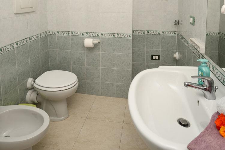 Appartamento Colibrì: bagno | Casa Vacanza Costadoro a Imperia