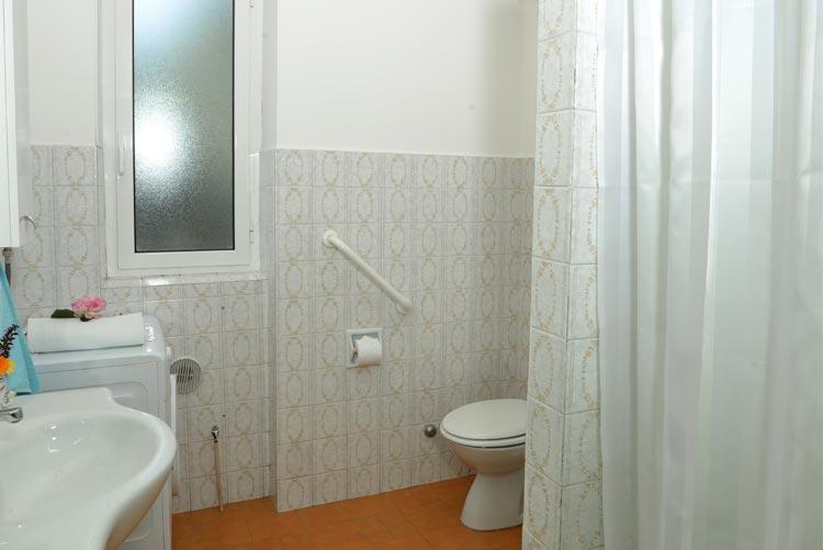 Appartamento Coty: bagno | Casa Vacanza Costadoro a Imperia