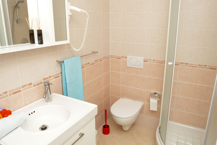 Freedom apartment: bathroom 2 | Costadoro Holiday Home in Imperia