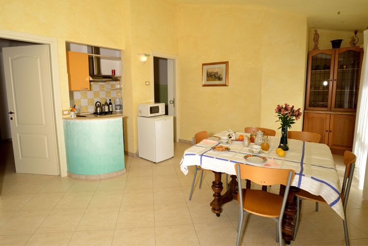 Joy apartment: dining area | Costadoro Holiday Home in Imperia