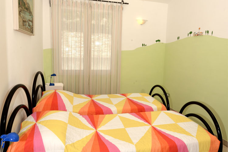 Joy apartment: bedroom 2 | Costadoro Holiday Home in Imperia
