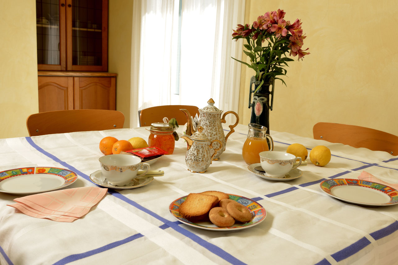 Breakfast service | Costadoro Holiday Home in Imperia